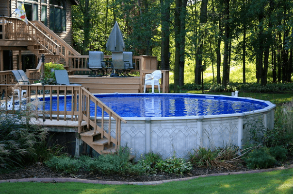Pool in frond of the porch